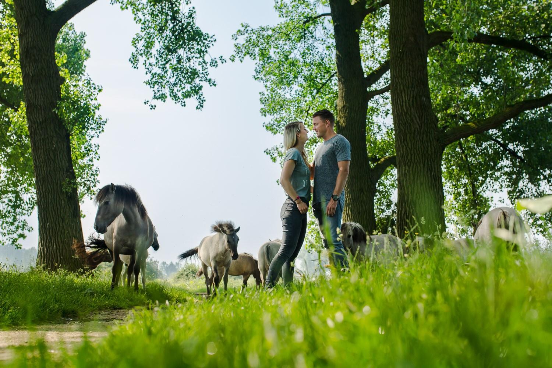 Loveshoot Ooij - Oortjes hekken I Annegien & Rens