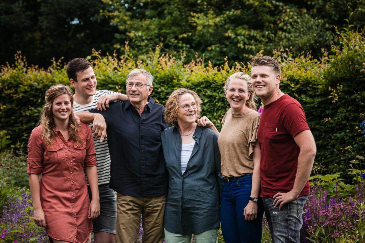 familie-fotoshoot-Keijenborg-Achterhoek-fotoshoot-achtertuin-Gezinsfotoshoot