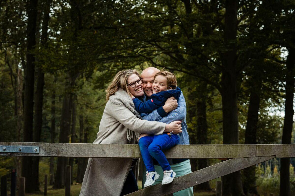 Herfst-gezin-fotoshoot-Pien-Arjan-Joep-kasteel-slangenburg-doetinchem
